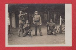 Carte Photo --  Soldats Allemands En Uniforne - Guerre 1914-18
