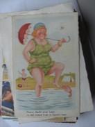 Humor Postcard Woman In Green Inti The Water - Humor