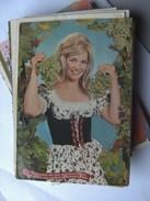 Grüsse Vom Deutschen Rhein Mit Herrlichen Wein Schöne Frau - Gruss Aus.../ Gruesse Aus...