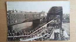 RIGA - Foto - Soldaten überqueren Eine Brücke - Lettonie