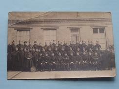 Escadron / Peloton Soldaten / Soldats / Soldiers ( Sommige Met Muziekinstrument ) Anno 19?? ( Zie Foto's ) ! - Guerre, Militaire
