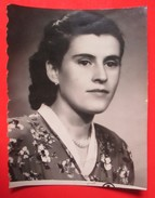W5-Vintage Photo Snapshot-Dark Hair Girl With Pearl Necklace - Anonymous Persons