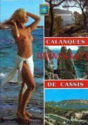 CPM -  JEUNE FEMME AUX SEINS NUS - Calanques De  CASSIS SUR MER 13 Bouches Du Rhône  - Scans Recto-Verso - Pin-Ups