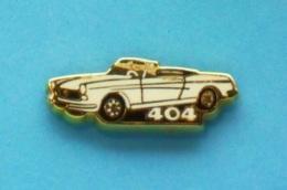 1 PIN'S //  ** MYTHIQUE 404 PEUGEOT ** CABRIOLET ** .  (Helium Paris) - Peugeot