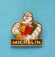 1 PIN'S //   ** BIBENDUM ** CARTES ROUTIERES ** MICHELIN ** . (Fraisse) - Unclassified