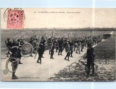 Militaire Le Bataillon Cycliste En Colonne - Face En Arrière - Militaria