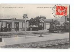 CPA 50 Guilberville La Gare Et Le Train - France