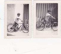 Lot De 2 Photographies Originales N & B Sport Cyclisme Radsport Cycling Bicyclette Enfant Sur Un Vélo - Ciclismo