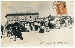 Photo Carte ST JEAN DE MONTS 1928 Ou 29 Important Groupe Sur La Plage Devant Hôtel De La Plage ( Ombrelle ) - Saint Jean De Monts