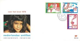Netherlands Antilles 1976 Curacao Carying A Child FDC Cover - Kindertijd & Jeugd