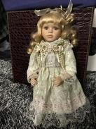 POUPEE PORCELAINE Hauteur 30 Cm - Dolls