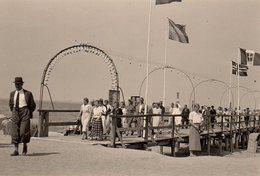 Photo Originale Quai & Estacade - Personnes à La Sortie D'une Excursion Maritime Vers 1940 - Drapeaux Nordistes - Lieux