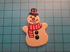 Pin612a  Pin's Pins / Belle Qualité Et TB état !!!! : ECHARPE CHAPEAU HAUT-DE-FORME BONHOMME DE NEIGE NOEL - Christmas