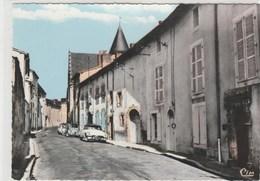 86 (Vienne) CIVRAY  -  Une Vieille Rue ( Automobiles DS Et 2cv Citroën  - Pm - ) -  105x150 Dentelée, Glacée - Civray