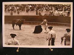 A-138 / Corrida  -  Course De Taureaux, Commencement Du Travail De Muleta  / Circulé 1933 - Corrida