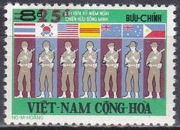 Südvietnam Vietnam South 1975 Militär Armee Soldaten Kämpfer Vietnamkrieg Freundschaft Alliierte Flaggen, Mi. 592 ** - Vietnam