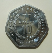 Madagascar 10 Ariary 1999 - Madagascar