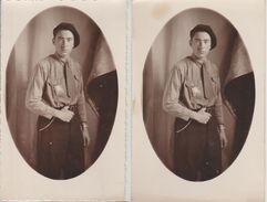 Un Jeune Des Chantiers De Jeunesse 1 Carte-photo Et 1 Photo Idem Insigne De Poitrine Des CJ Dos Scané - Guerre 1939-45