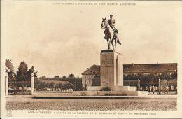 TARBES , Entrée De La Caserne Du 2° Hussards & Statue Du Maréchal Foch - Tarbes