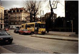 """Bruxelles (1190) : Tram 55 En Attente Place De L' """"Altitude 100"""". Véhicules D'époque. Photo. - Transport Urbain En Surface"""