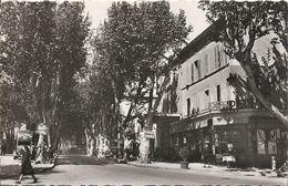 CPSM Salon-de-Provence Cours Ginon Et Place Des Platanes - Salon De Provence
