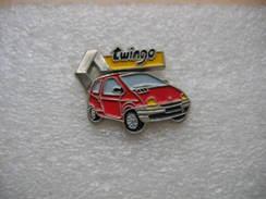 Pin's Renault TWINGO De Couleur Rouge - Renault
