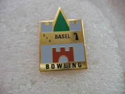 Pin's Du Bowling Center De La Ville De Bale En Suisse - Bowling