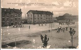 L40B316 -Ivry Sur Seine - Garde Républicaine Mobile - 6ème Compagnie - La Cour D'Honneur Et Le Stade - Animée - Ivry Sur Seine