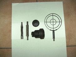 Lot De Piéces Pour MG42 De Vide Grenier. - Decorative Weapons