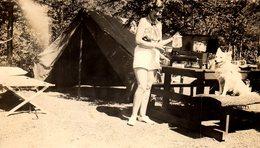 Photo Originale Camping, Pin-Up, Chien, Tente Canadienne, Réchaud à Gaz Moderne En 1937, What Else ? Haines Falls USA - Pin-Ups