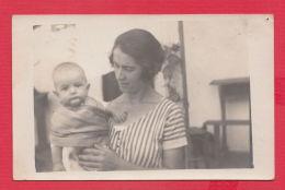 220878 / Real Photo Pavel Banya / Stara Zagora Province / - MOTHER WOMAN AND BABY Saugling Nourrisson Bulgaria Bulgarie - Persone Anonimi