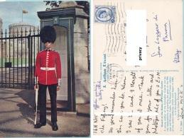 Inghilterra. Guard At The Gates Of Windsor Castle - Windsor Castle