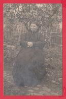 221040 / Real Photo GARDEN GRAND MOTHER Bulgaria Bulgarie Bulgarien Bulgarije - Anonieme Personen