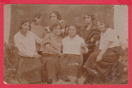 221044 / Real Photo PORTRAIT YOUNG GIRLS Bulgaria Bulgarie Bulgarien Bulgarije - Anonymous Persons
