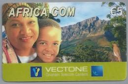 DE.- INTERNATIONAL PHONECARD. AFRICA COM. € 5. - VECTONE Gnanam Telecom Centers. 2 Scans. - Duitsland