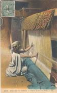 Algerie, Scenes Et Types, Femme Tissant Un Haïk - Algerije