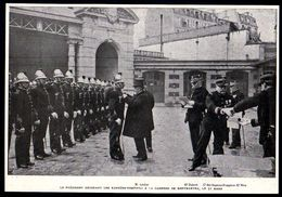 1904 --   LE PRESIDENT LOUBET DECORANT LES SAPEURS POMPIERS A LA CASERNE DE MONTMARTRE  3D.450 - Vieux Papiers