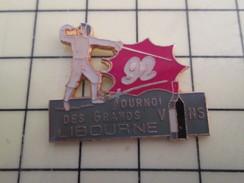 Pin511b Pin's Pins / Beau Et Rare / SPORTS : ESCRIME 1992 TOURNOI DES GRANDS VINS LIBOURNE - Fencing