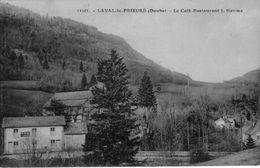 CPA De LAVAL-le-PRIEURE (Doubs) - Le Café-Restaurant J. Gaume. Edition CLB. N° 33505. Non Circulée. Bon état. - Otros Municipios