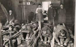 CPSM. 63. THIERS. Intérieur D'une Coutellerie, Les Rémouleurs, Enfant Au Travail. - Thiers