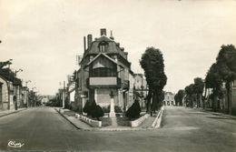 Commentry Le Monument Christophe Thivier Avenue De La Gare Et Rue Jean Jaures Circulee En 1959 - Commentry