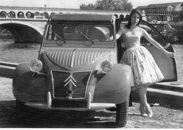 Citroen 2CV Sur Les Quais   -  1956  -  CPM - Voitures De Tourisme