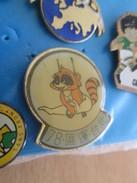 Pin612a Pin's Pins / Beau Et Rare / SPORTS : RATON LAVEUX AUX ANNEAUX GYMNASTIQUE COREE ? - Gymnastics