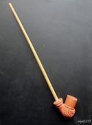 Ancienne Pipe En Terre Cuite Vernissée - Porcelain Pipes