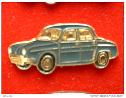PIN'S   RENAULT DAUPHINE GRIS FONCE FOND OR - Renault
