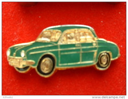 PIN'S   RENAULT DAUPHINE VERTE FOND OR - Renault