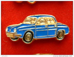 PIN'S   RENAULT DAUPHINE BLEUE FOND OR - Renault