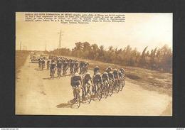 SPORTS - SPORT CYCLISME  VÉLO  SOUVENIR DU TOUR DE FRANCE 1930 ENTRE ARLES ET NIMES FRANCE IL NE RESTAIT QUE 56 COUREURS - Cyclisme