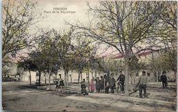 30 - VERGEZE -- Place De LaRépublique - Vergèze