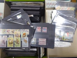 WORLD Incl. GB & Commonwealth M & U Ranges On Approx 450 Black Stock Cards. - Unclassified